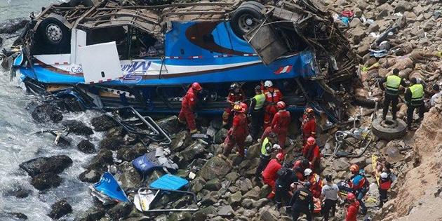 Peru'da otobüs uçuruma düştü: 48 ölü