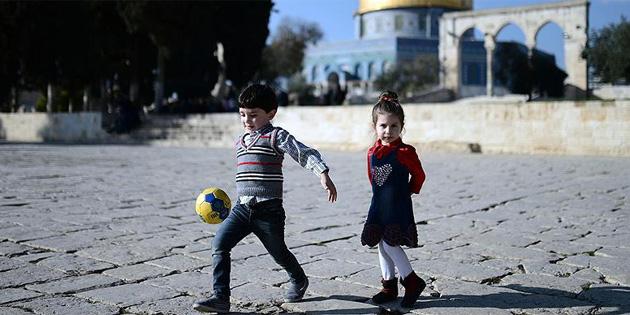 İsrail'in Filistinli çocukların Mescid-i Aksa avlusunda oynamasını engelleme kararı kınandı