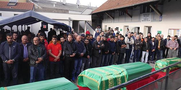 Fransa'daki yangında ölen Türk vatandaşları için tören düzenlendi