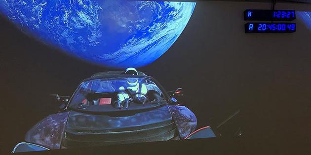 'Musk'ın uzay aracı, dünyanın düz olduğuna inananlara yanıt'