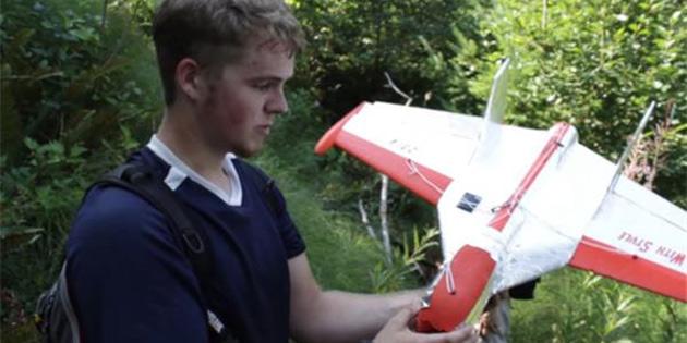 Bir Genç, 18.000 Km Yüksekliğe Çıkabilen Kendi Planörünü Tasarladı