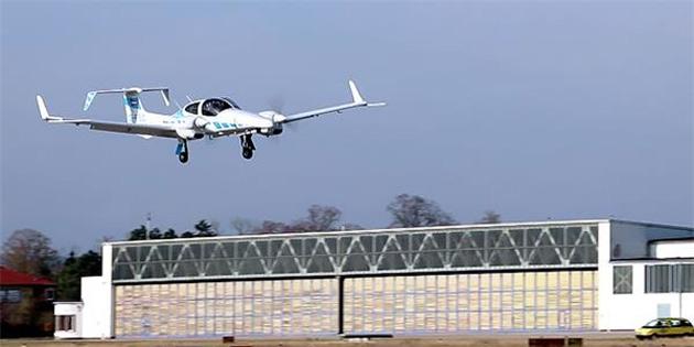 İlk otonom uçak kendi başına iniş yaptı
