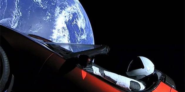 Tesla ve Starman Mars'ı es geçti