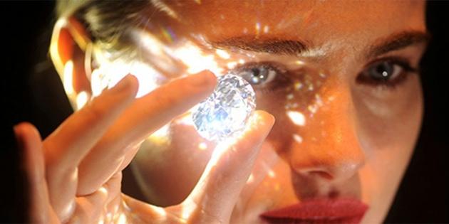 Beyaz elmas Londra'da görücüye çıktı