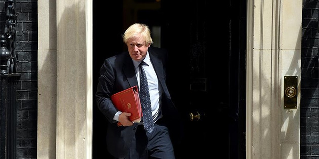 Boris Johnson'dan Theresa May'e 'İntihar bombacısı' benzetmesi