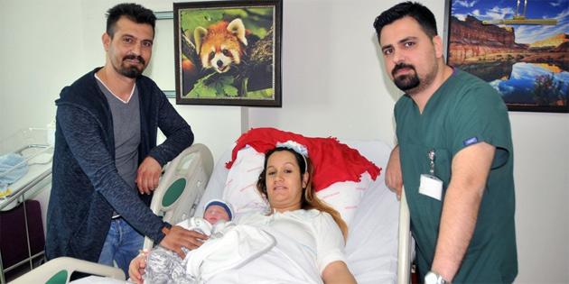 9'u 5 geçe doğan bebeğe 'Ata' adı verildi