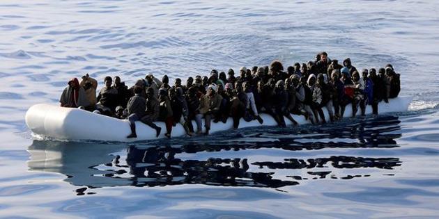 Akdeniz'de göçmen faciası: en az 100 kişi öldü
