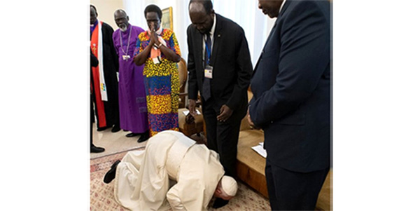 Papa, Barış İçin Sudanlı Yetkililerin Tek Tek Ayağını Öptü