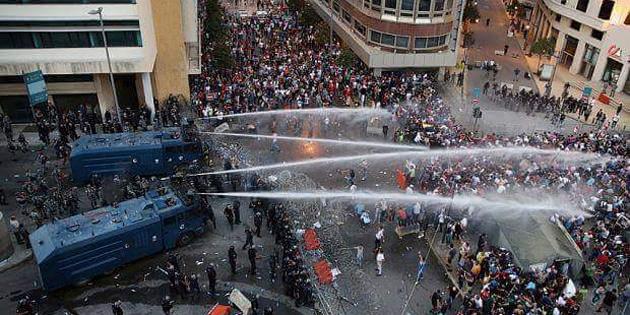 Romanya'da hükümetin istifasını isteyenler sokaklarda