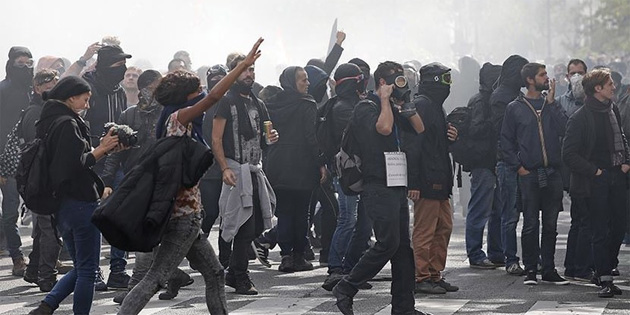 Paris'te olaylar çıktı