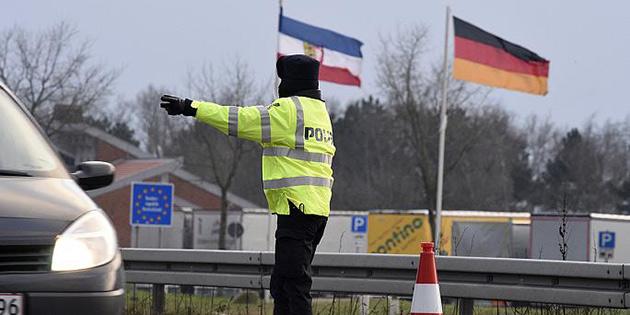 Danimarka sınır kontrollerini 6 ay daha uzattı