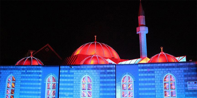 Hollanda'daki Fatih Camisi'nde ışık gösterisi