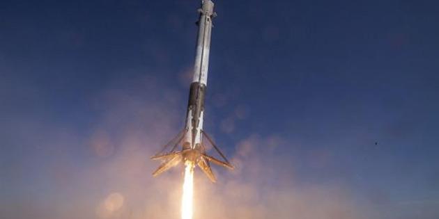 SpaceX roket motoru test sırasında infilak etti!