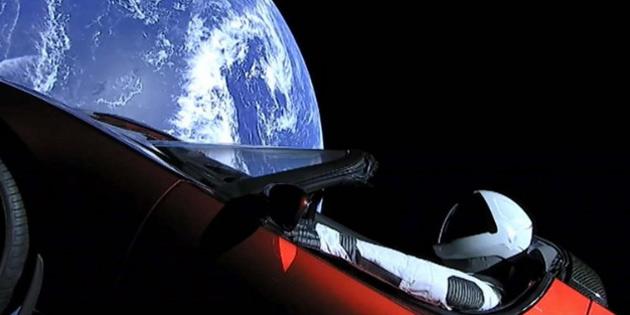 Tesla ve Starman Uzayın Derinliklerine Gidiyor