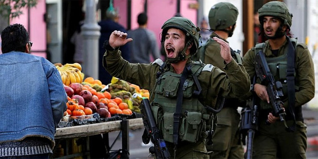 İsrail askerleri Filistinlinin evini beton ile kapattı