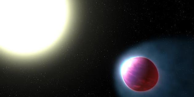 Bu Devasa Gezegenin Atmosferi Işıldıyor