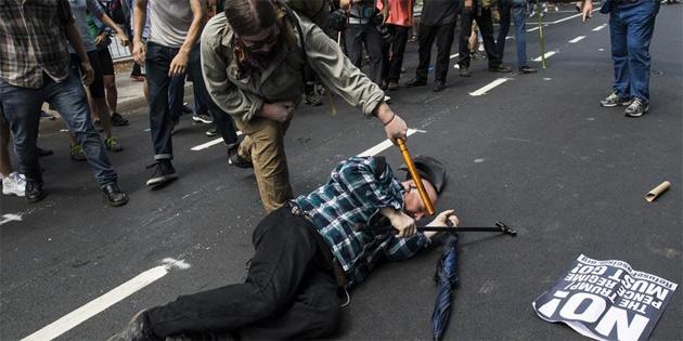 ABD'de ırkçıların gösterisi sonrası olağanüstü hal ilan edildi