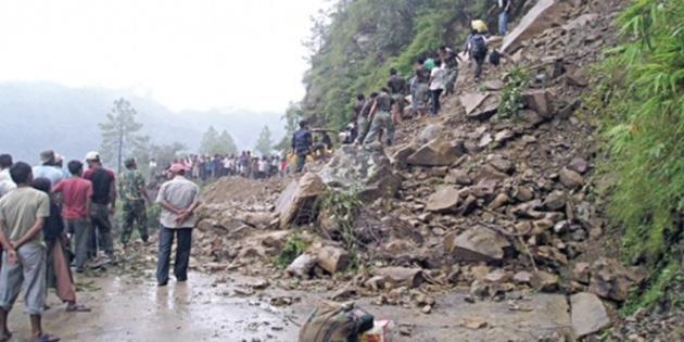 Nepal'de sel ve heyelan
