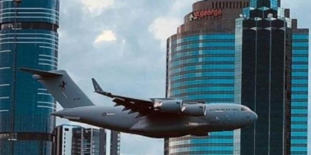 Dev nakliye uçağı, Avustralya'da paniğe yol açtı