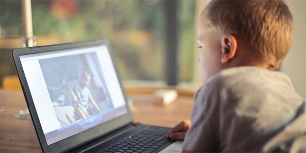Çocukların ekran karşısında vakit geçirmesi, beyin yapılarının değişmesine neden oluyor