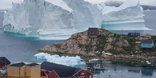 Yaklaşan buz kütlesi nedeniyle Grönland'daki köy tahliye edildi