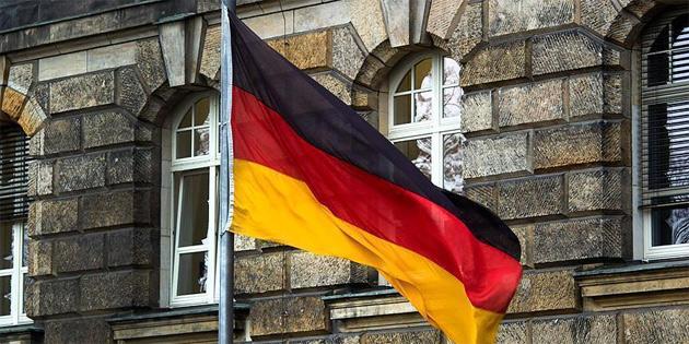 Almanya'da ırkçılar sığınmacı çocukların vasiliğini üstlenmek istiyor