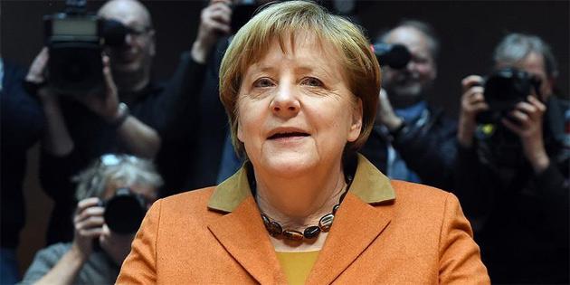 Merkel Federal Meclis Araştırma Komisyonunda ifade verdi