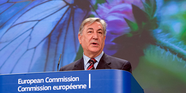 AB Komiseri Vella Güney Kıbrıs'ta temaslarda bulunuyor