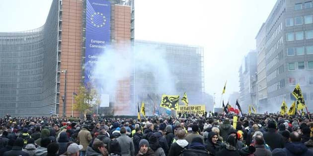Brüksel'de polis, göstericilere müdahale etti