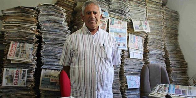 48 yıldır okuduğu bütün gazeteleri biriktiriyor