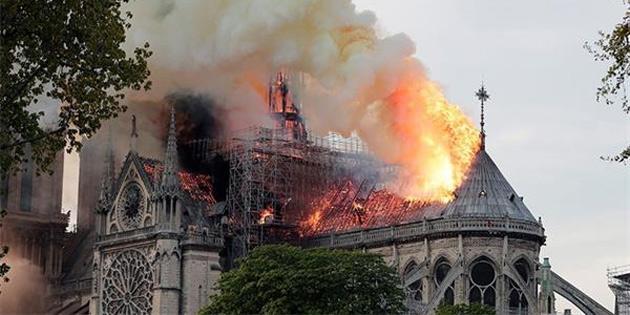 Notre Dame Katedrali'nin Kulesinin Yeniden Yapılması İçin Yarışma Düzenlenecek