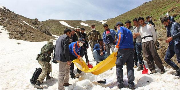 Çığ altında kalan İranlının cesedine ulaşıldı