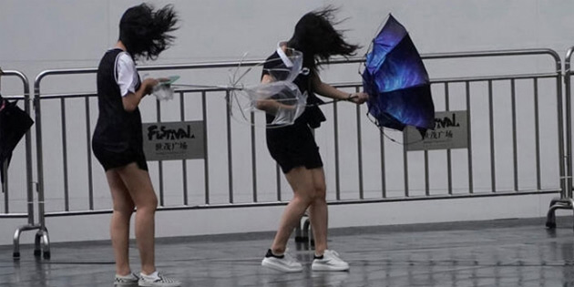 Japonya'daki Krosa tayfunu
