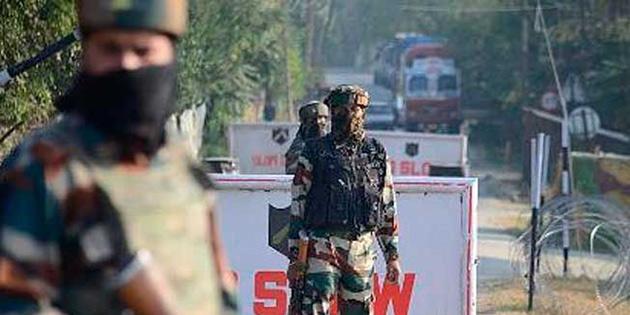 Hindistan'da milletvekili adayını taşıyan araca bombalı saldırı.. 4 ölü