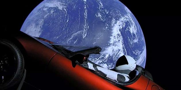Tesla'nın uzaydaki yolculuğunu takip edebilirsiniz