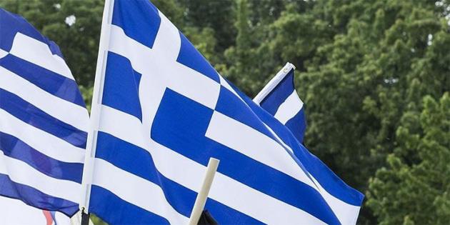 Fitch Yunanistan'ın kredi notunu yükseltti