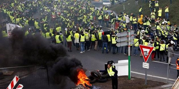 Fransa'da akaryakıt zammı protesto edildi