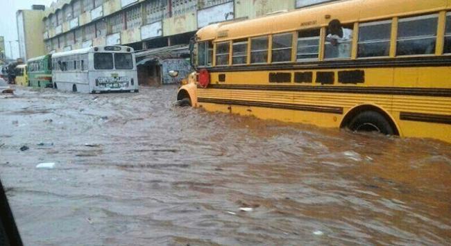 Gana'da sel felaketi öğrencilerin canına mal oldu