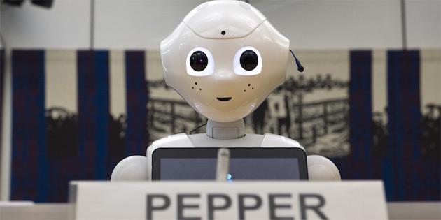 Dünyanın ilk sosyal insansı robotu Pepper, İngiliz Parlamentosu'nda konuştu