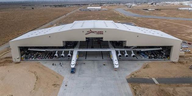 Dünyanın en büyük uçağı 'Stratolaunch', ilk kez havalanmaya hazırlanıyor