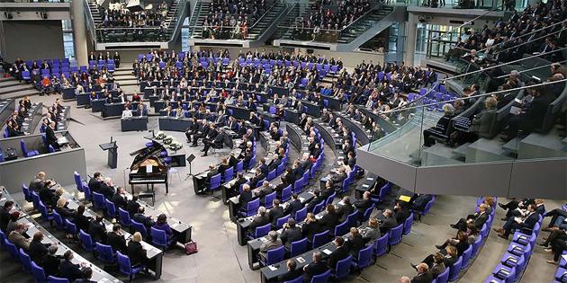 Almanya'da aşırı sağcı NPD'ye hazine yardımı kesilebilir
