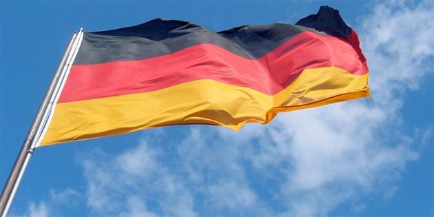 Almanya'da aşırı sağcı siyasetçi Müslüman oldu