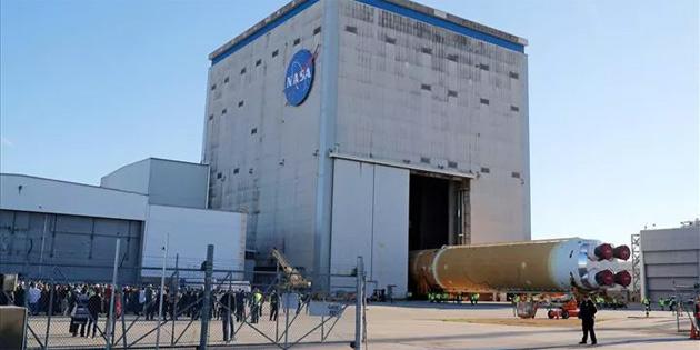 Koronavirüs, NASA'nın insanlı Ay programını da vurdu