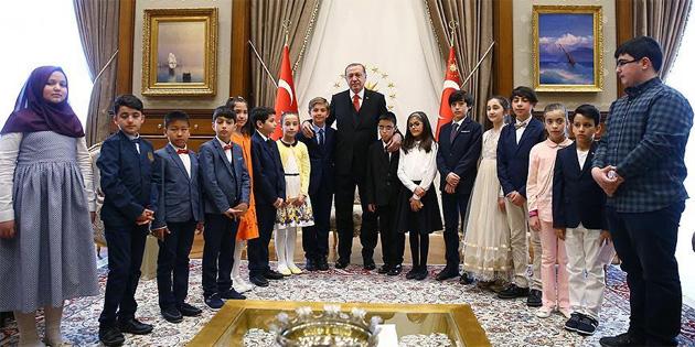 TC Cumhurbaşkanı Erdoğan çocukları kabul etti