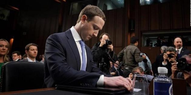 Zuckerberg canlı yayında ifade veriyor!