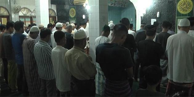 Endonezya'da ramazanın son teravih namazı kılındı