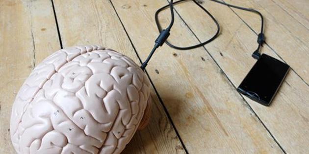 Kanıtlandı! Akıllı telefonlar beynin kapasitesini düşürüyor