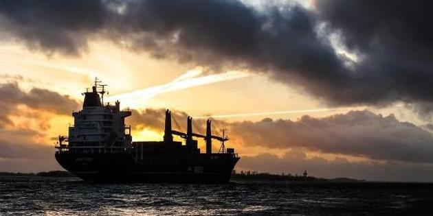 Korsanlar İsviçre gemisinden 12 mürettabatı kaçırdı