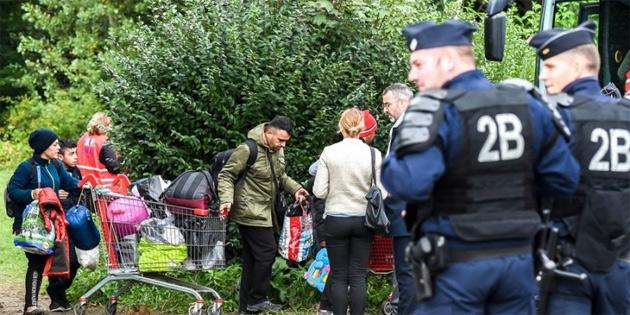 Fransa'da göçmen kampı tahliye edildi
