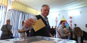 Fransa'da oyların tamamı sayıldı